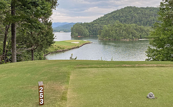 Cliffs at Keowee Vineyards 17th hole