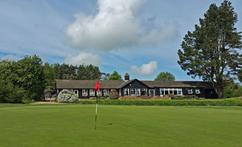 Huntercombe 18th green and clubhouse