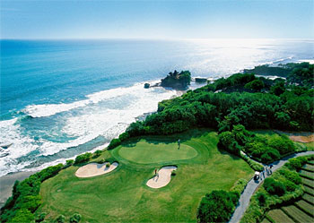 7th green overlooking Tanah Lot