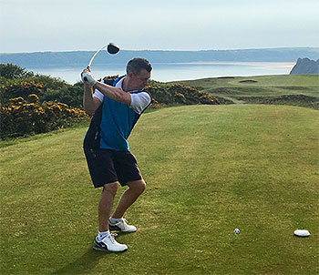 Teeing off at the iconic 16th - Pennard - Photo by reviewer