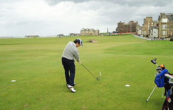 St Andrews (Old) Golf Course - reviewer on the tee